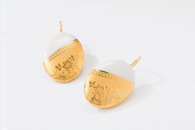 Ilse Collectie goud ovaal porseleinen oorhangers