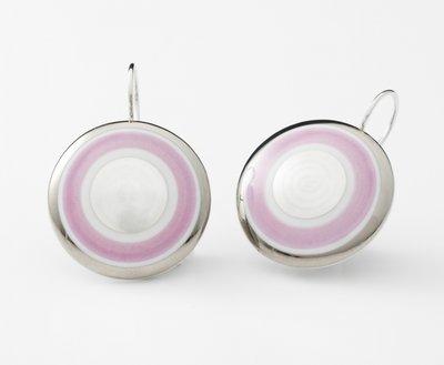 Maan Collectie roze en zilver rond porseleinen oorhangers