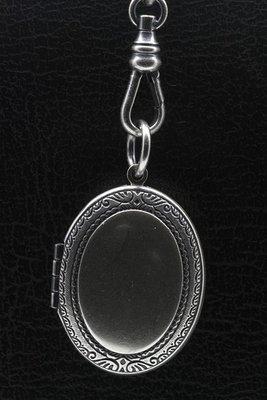 Foto medaillon Ovaal bewerkte rand 2 foto's ketting hanger zwaar verzilverd