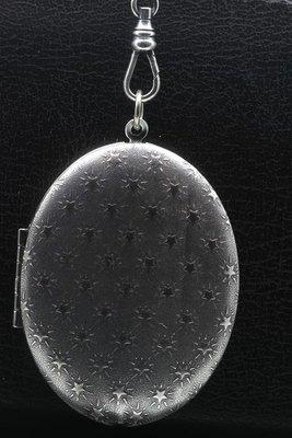 Foto medaillon Ovaal met sterren 2 foto's ketting hanger zwaar verzilverd