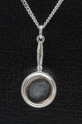 Zilveren Koekenpan ketting hanger