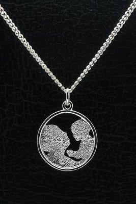 Zilveren Moeder met kind ketting hanger