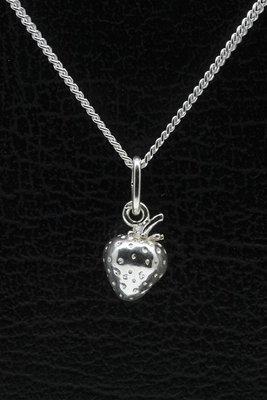 Zilveren Aardbei ketting hanger