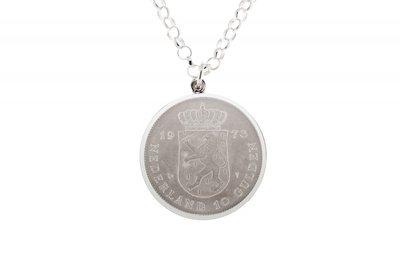 Zilveren 10 Gulden jubileum munt in zilveren rand ketting hanger
