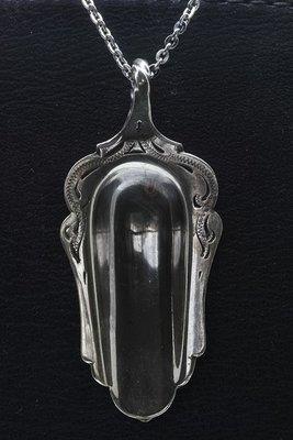 Zilveren Suikerschep bewerkt als ketting hanger besteksieraad