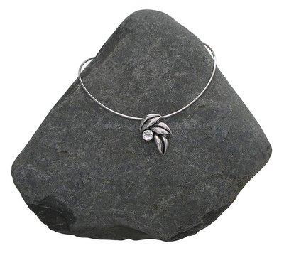 Ashanger met ketting Bladtrio met swarovski kristal verzilverd