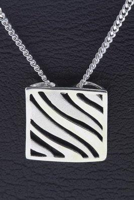 Zilveren Vierkant opengewerkt mat-glans ketting hanger