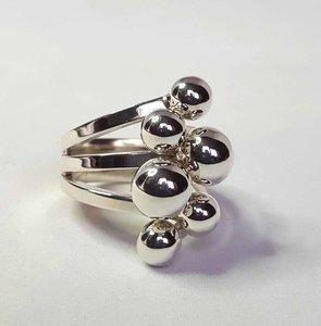 ZilverenRing design met 2 grote en kleine bolletjes