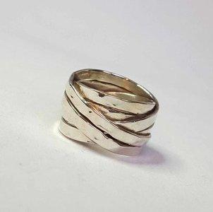 ZilverenRing design bestaande uit 6 platte verweven ringen