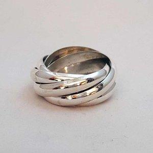 ZilverenRing design bestaande uit 5 losse halfronde ringen