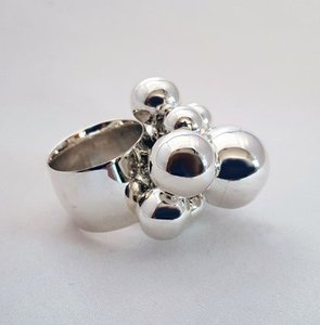 ZilverenRing design breed met 8 bolletjes verschillende grootte