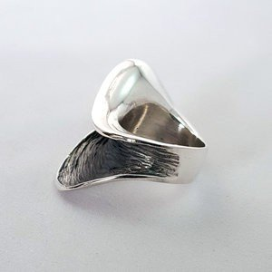 Zilveren Ring design wave deels geoxideerd