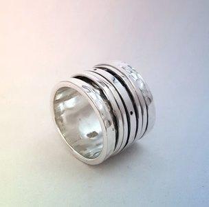 ZilverenRing design gehamerd met 5 losse ringetjes - spinner