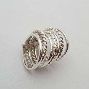 ZilverenRing design met 4 ronde en 3 bewerkte ringen