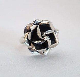 ZilverenRing design met rozenknop