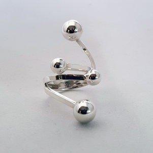 Zilveren ring met 4 bolletjes in verschillende groottes