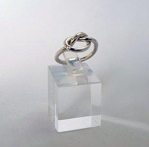 Zilveren ring met Knoop