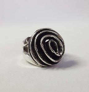 Zilveren ring met bloemspiraal
