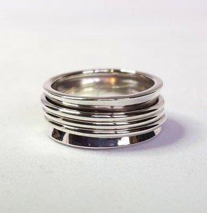 Zilveren ring met 3 smalle losse ringen