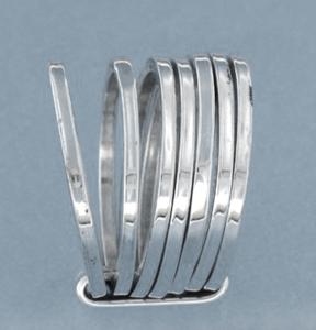 Zilveren ring bestaande uit 7 losse, platte, ringen