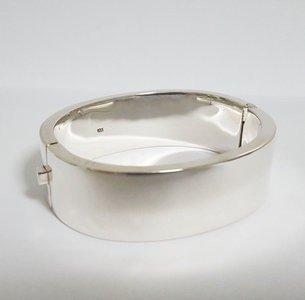 Zilveren kast armband smal 2 cm breed en diameter 21 cm